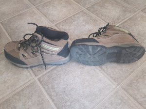 Steel toes boots size 9