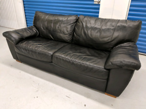 Black   Genuine   Leather   Sofa.  Can   Deliver     in  GTA.
