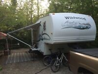 25' Wildwood 5th wheel - Light weight 6200 lbs -