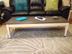 This coffee table has a MID-CENTURY MODERN VIBE!!!
