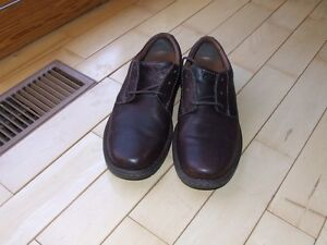 New Clarks mens, 10.5 W brown leather pebble finish