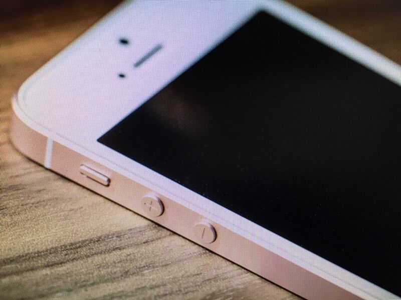 IPHONE (SE) for salein Uddingston, GlasgowGumtree - iPhone SE for sale. Same spec and operating system as the iPhone 6s but in the shape of the iPhone 5. This one is a great phone and does what it says on the box like live pics and fast operation.. I am just not a fan of iPhone and have always been a...