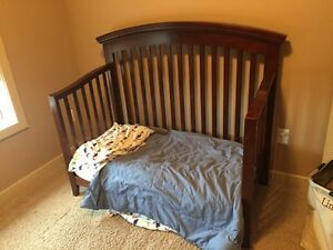 Convertible crib/toddler bed