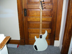 YAMAHA BASS(sell or trade for a Laptop 2013 or Recent)