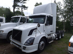 2011 VOLVO DAY CAB