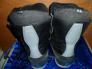 Snowboard Boots AIRWALK Size 6, $20. Prince George British Columbia image 2