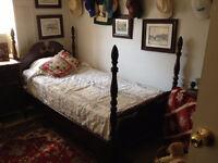 Pair of Antique Beds *** Paire de lits Antique