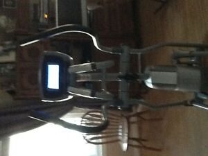 Elliptical exercise machine Kingston Kingston Area image 2