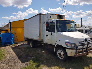 Well Maintained 2005 HINO 165 w/ Reefer