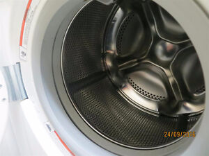 """Whirlpool""apartment size frontload washer Sarnia Sarnia Area image 4"