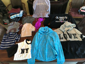 Ladies clothes size small 15 pieces take it all $60