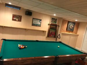 5' x 9' Tournament Pool Table