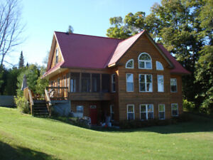 CALABOGIE LAKE CUSTOM 5 BED CHALET, HOT TUB, FIREPLACE, PRIVATE