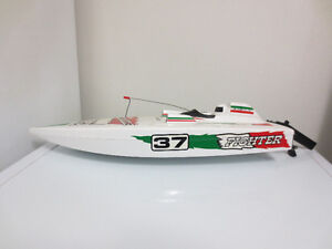 37 Fighter 550 remote control speed boat