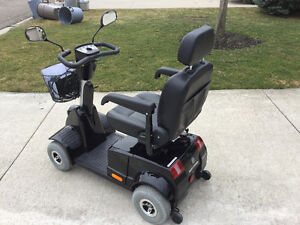 Like new used 3 months fortress mobility  4 wheel Sarnia Sarnia Area image 3