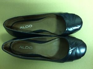 Aldo size 6 black leather shoes