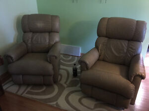 2 Elran leather recliners for sale West Island Greater Montréal image 1