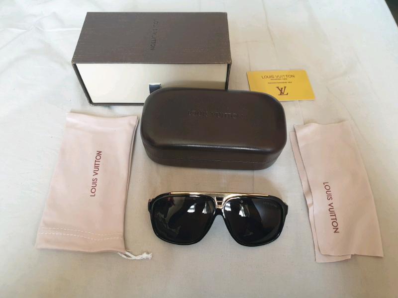 9d4300fa105a Louis-Vuitton black lens sunglasses