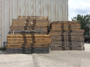 Free 8, 10 and 12 ft pallets.