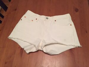 BRAND NEW LEVIS SHORTS - worn once, perfect condition Size 27