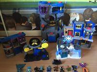Batcave + 4 play sets