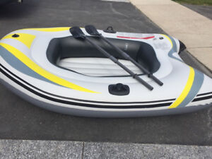 INFLATABLE BOAT FOR 2 PEOPLE/ 435LB