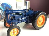 Universal hobbies Fordson Major E 27N