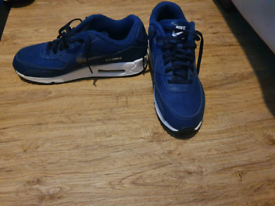 MEN'S TRAINERS OPEN TO OFFERS
