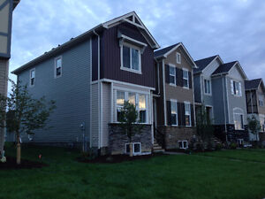 NEW TOWNHOME w/ Double Garage, NO CONDO-FEES- Ready in November!