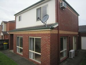 Room in Preston townhouse on tram 11 line $650pcm including bills Preston Darebin Area Preview