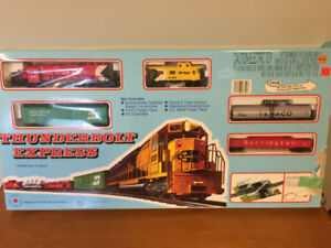 IHC HO - (CPR )Thunderbolt Express Figure 8 Layout Train Set