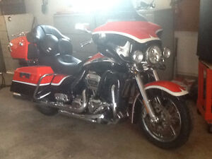 REDUCED!!  2012 HARLEY DAVIDSON CVO   FLHTCUSE7