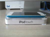 Blue 32 gb iPod Touch 5 Excellent Condition