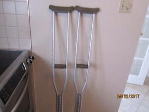 Crutches / Béquilles