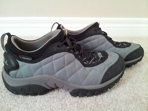 LIKE NEW - Merrell Insulated Shoes (Size 8)