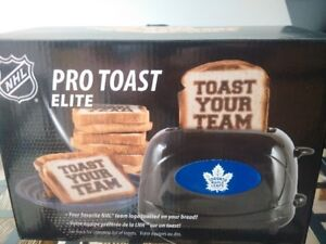 Brand New Toronto Maple Leafs Toaster