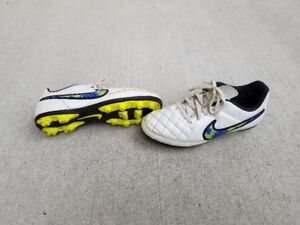 Soccer cleats - Nike size 5Y