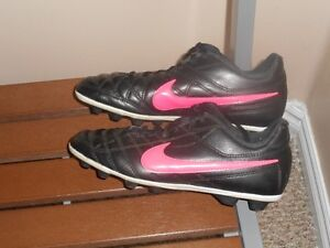Girls Nike Soccer Shoes Size 3 Youth Kids Cleats 3Y Spikes