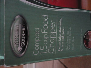 Brand new in box compact 1.5 cup electric food chopper London Ontario image 2