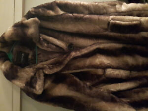 BRAND NEW/TAGS WOMEN'S XL MAC AND JAC COAT RETAILS at $125.00