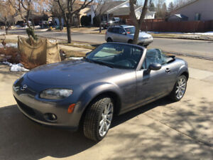 2007 Mazda MX-5 Miata GS Convertible, 6 speed, low kms
