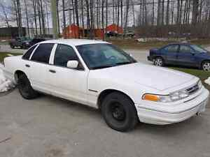 1995 crown victoria London Ontario image 1