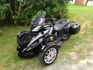 Spyder can am st limited 2013    Aubaine