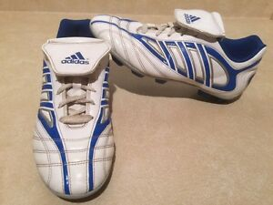 Men's Adidas TraXion Outdoor Soccer Cleats Size 6 London Ontario image 2