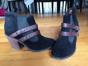 Leather ankle boots, size 9.5