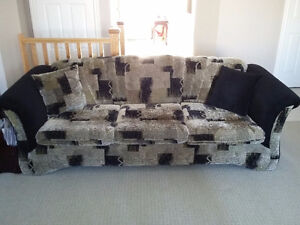 Couch and loveseat set with matching pillows black/brown fabric London Ontario image 6