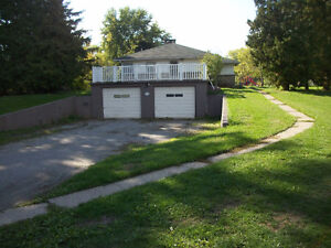 Spacious 4 Bdrm- Welland- Short term rental- $1200 + Hydro