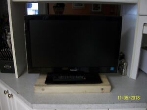 """Toshiba 24"""" tv dvd combo with remote great condition like new, f"""