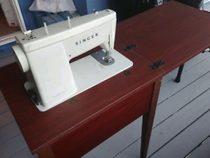 SINGER Sewing Machine w/Table and Chair