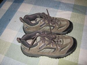 Columbia Sportswear Hiking boots (size 6)